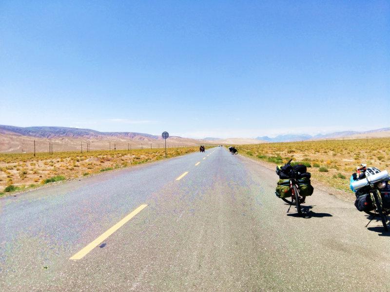 沙漠里的天路