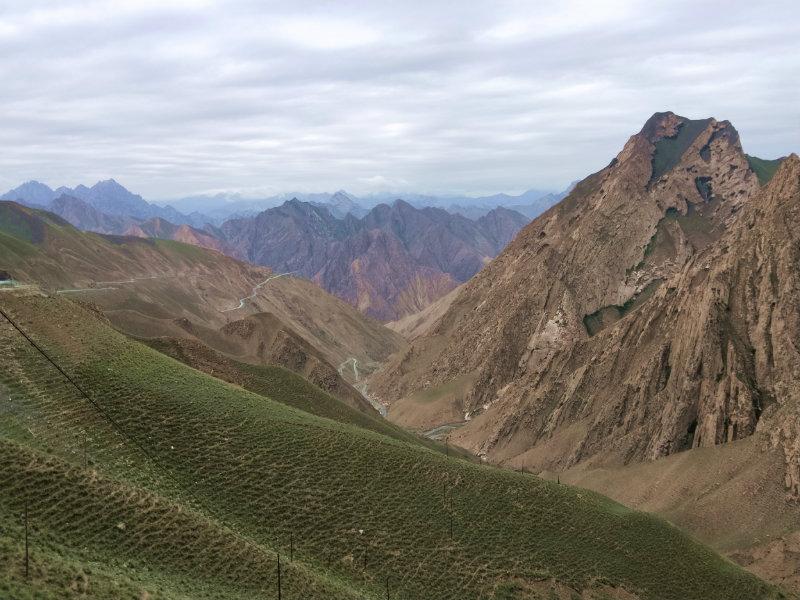 堪比怒江72拐的陡下坡....这才第二天而已
