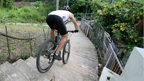 单车课堂:山地车上下台阶技巧之图文介绍