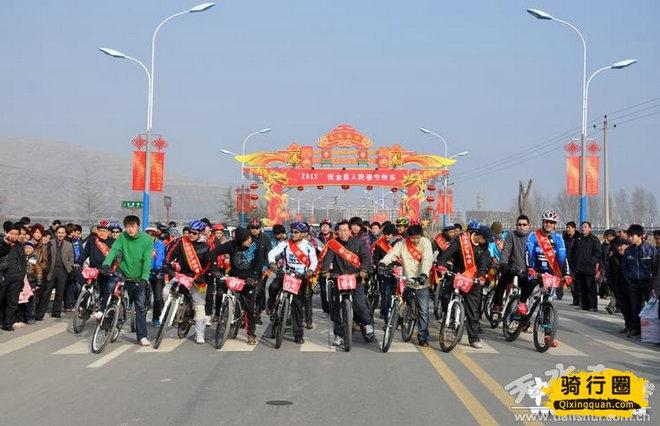 武山县举行首届迎新春自行车公路环城赛(组图)