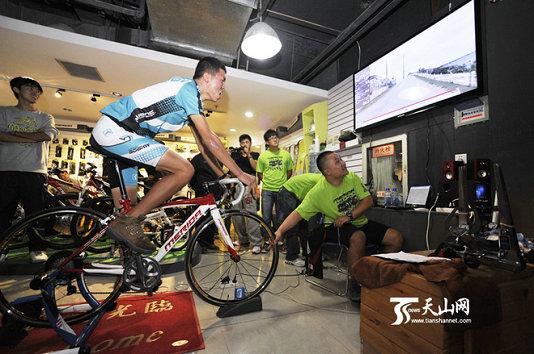 新疆首届自行车室内骑行台挑战赛顺利举行
