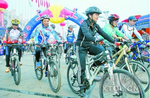 环湘自行车赛湘潭站启程 5000名车手参与骑行