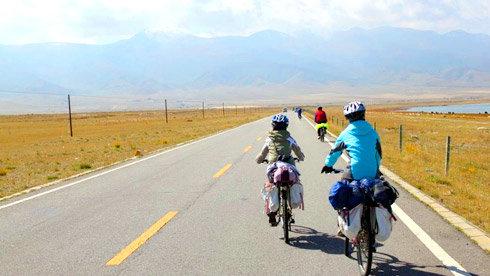 2012的中秋,我们骑行在青海湖畔