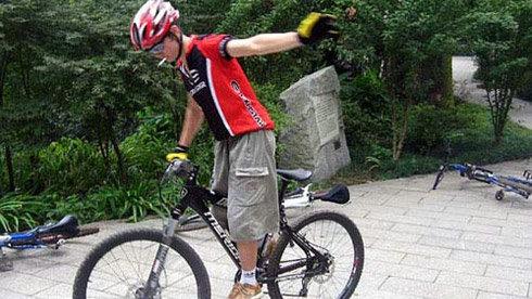 单车课堂:单车必备的平衡技巧--定车[图]