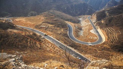 经验之谈:重庆时时彩开奖结果弯曲路段应该如何应对