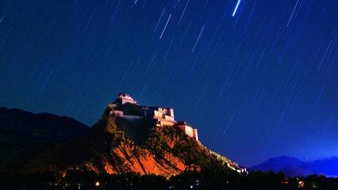 西藏的寺庙为何大多建在山崖之上?