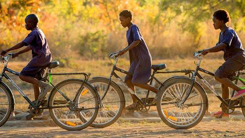 自行车的力量:自行车正在改写非洲孩子的命运
