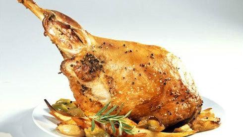 内蒙古佳肴名菜-烤羊腿