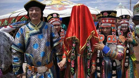 内蒙古旅游须知:精彩的蒙古族婚礼