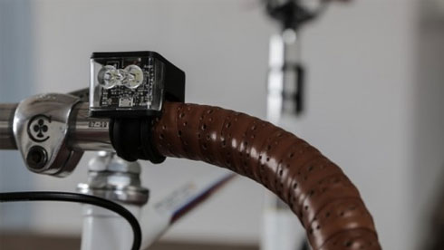 Wolf灯是一款社交型自行车灯:根据骑客距离调整亮度
