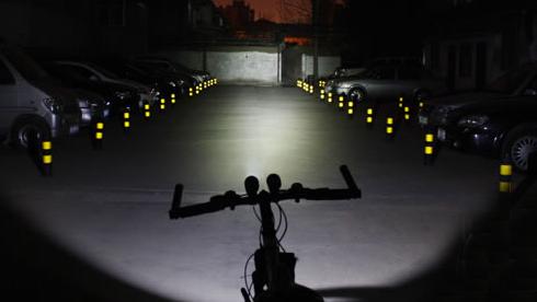 夜骑刷街如何选择合适的自行车车灯