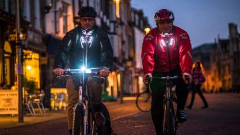 Visijax夹克:自行车夜行爱好者的救生衣