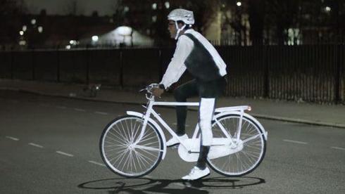 保证夜间骑行安全 沃尔沃推出骑行反光喷雾