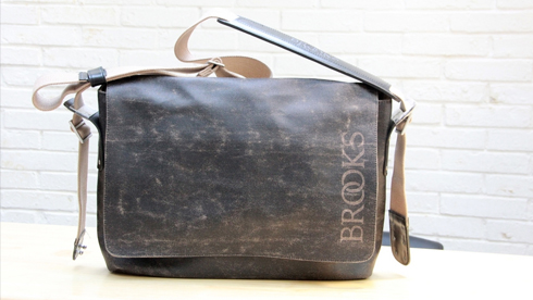 BROOKS的帆布自行车背包