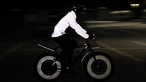 夜骑利器:Nike vapor flash自行车反光外套