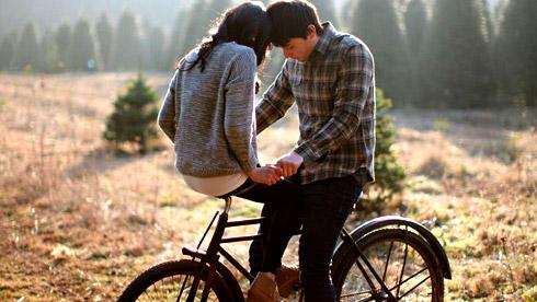 骑自行车秀恩爱的正确拍照方法
