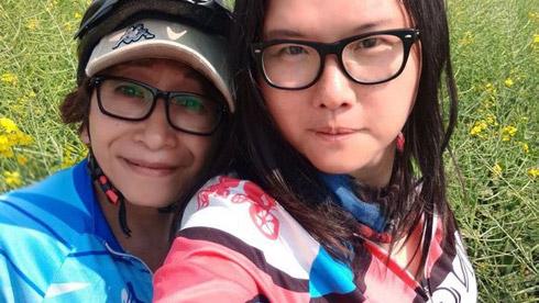 两位热爱画画的美女由深圳骑往西藏 直播