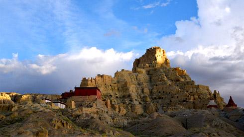 西藏高原上的神秘古堡—古格王朝遗址