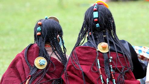 藏族头饰,是把一生的财富戴在头上吗?