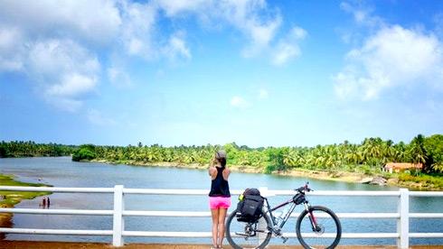 辣妹子独身骑行斯里兰卡:我要成为独一无二的风景