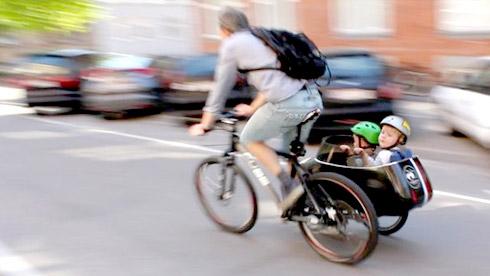 带孩子去兜风:Sidecar,能与自行车连在一起的婴儿车