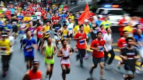 """中国马拉松赛事专业与业余""""冰火两重天"""