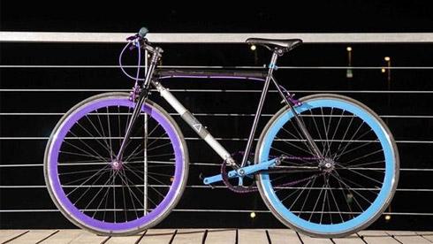 """大学生打造世界首辆""""偷不走的自行车"""""""