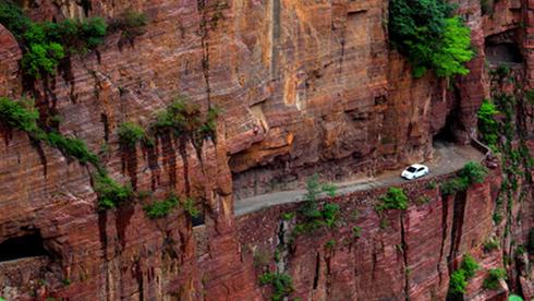 惊艳之旅:实拍太行山雄险壮丽的挂壁公路
