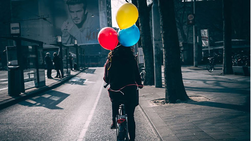 一个背影一段故事 摄影师镜头下享受单车旅程时的背影