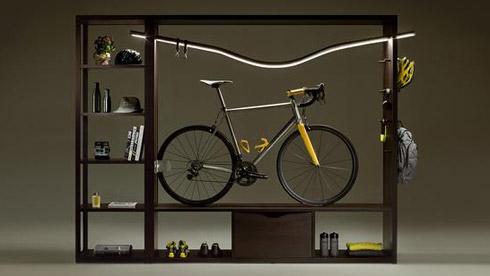 把自行车挂在墙上 原来它也能这么漂亮