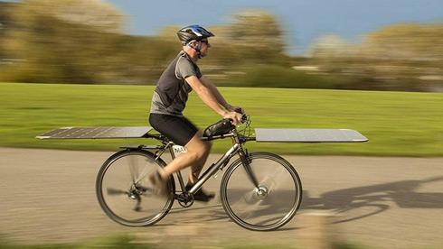 荷兰人又把自行车玩出了新花样:太阳能自行车!