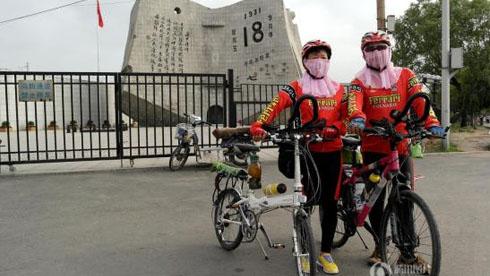 山东六旬夫妻骑行10年六万公里 称苦累就是甜乐