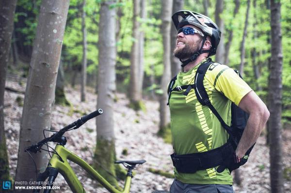 骑自行车健康知识:山骑背痛的原因及预防方法