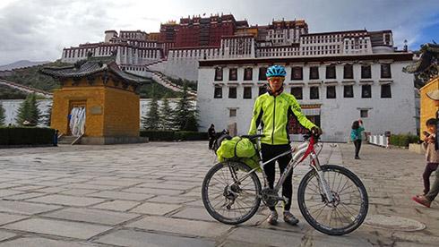 西南林大单臂大二男生 用25天从成都骑行至拉萨
