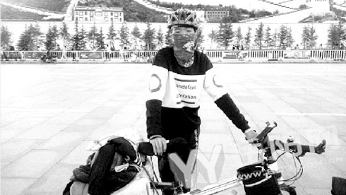 15岁平江少年骑行21天穷游川藏线 肥料袋当驮包