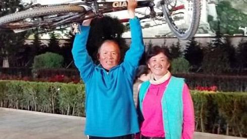 这才是最浪漫的事 近7旬夫妇携手骑行到拉萨