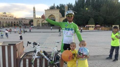 青岛男子从成都骑行87天抵葡萄牙 中途收获爱情
