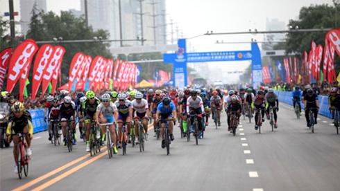 全国百城市自行车赛渭南鸣枪 二千余名国内顶尖高手角逐最美临渭