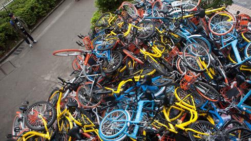 深圳超500辆共享单车遭毒手被人为破坏 尸体堆成小山