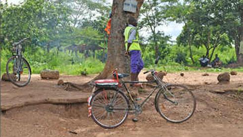 什么!在这个非洲国家叫的士 竟然来了辆自行车