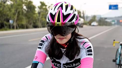 【新品】近视车友的新选择:磁吸式眼镜头盔