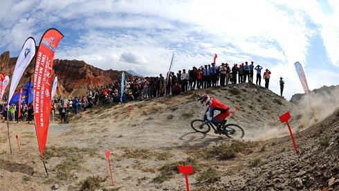 天地人缘 贵德国家地质公园国际自行车速降赛即将开赛