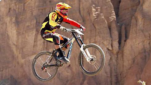 """第二届""""天地人缘""""贵德国家地质公园国际自行车速降赛圆满闭幕"""